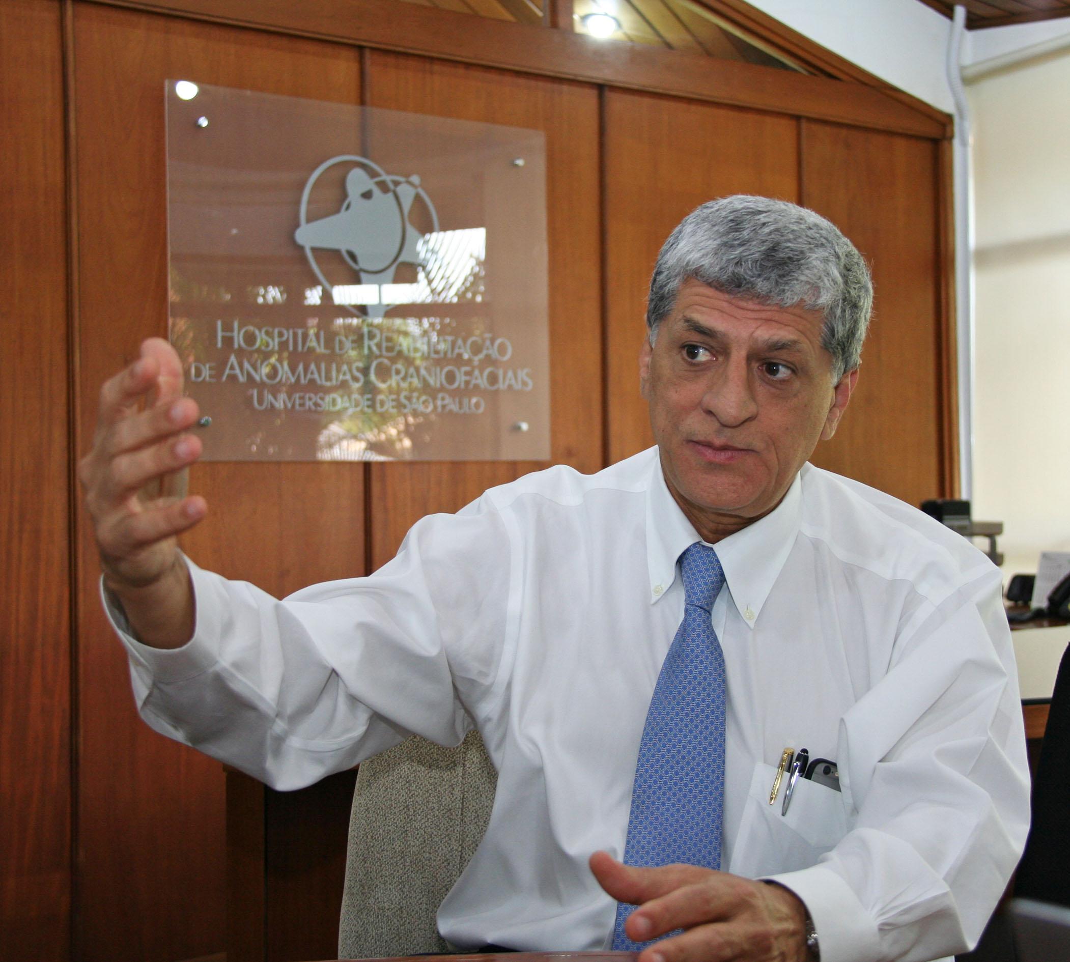 (Português do Brasil) Professor da USP é o primeiro brasileiro nomeado para conselho médico internacional em fissuras