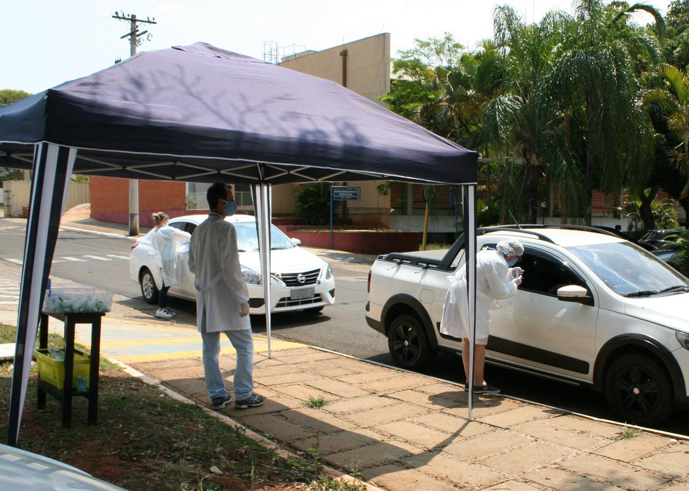 (Português do Brasil) Testagem para covid-19 contribui para a proteção e segurança de profissionais e pacientes do HRAC-USP