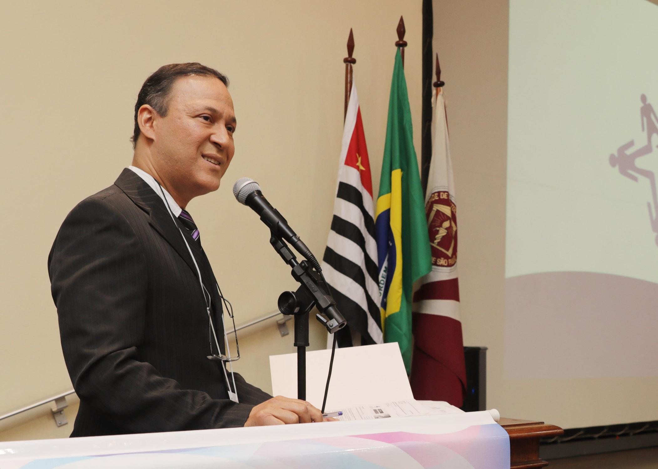 (Português do Brasil) Professor Carlos Ferreira dos Santos recebe título de Cidadão Bauruense