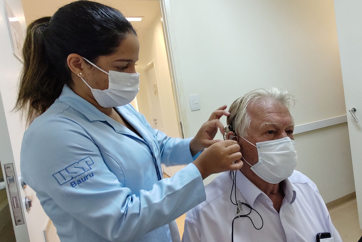 (Português do Brasil) Plano de assistência ao idoso com deficiência auditiva no HRAC-USP é premiado