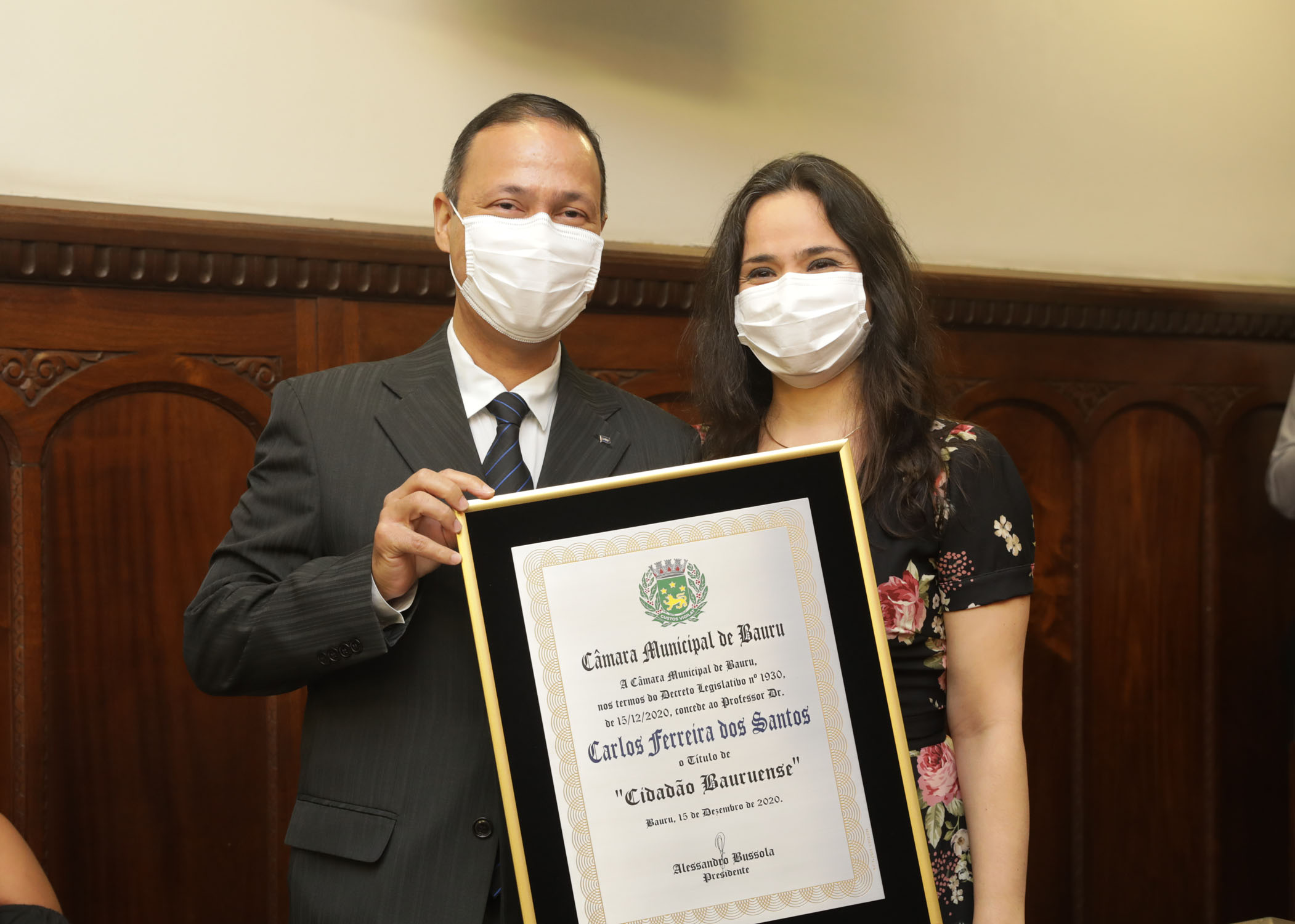 (Português do Brasil) Professor Carlos Ferreira dos Santos recebe o Título de Cidadão Bauruense